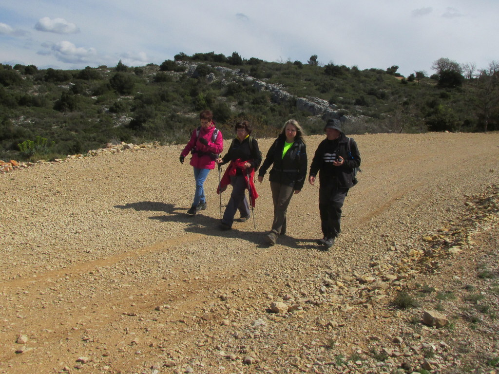 Randonnées des 3 clubs à Pichauris - Circuit bleu - Samedi 9 avril 2016 GR9HK4