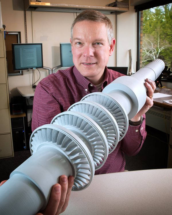 This Desk-Size Turbine Produces Electricity from Carbon Dioxide and Can Power 10,000 Homes! TRmdNW