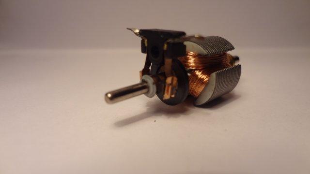 motor - Soldando los cables en el motor...../ W.! B3DXel