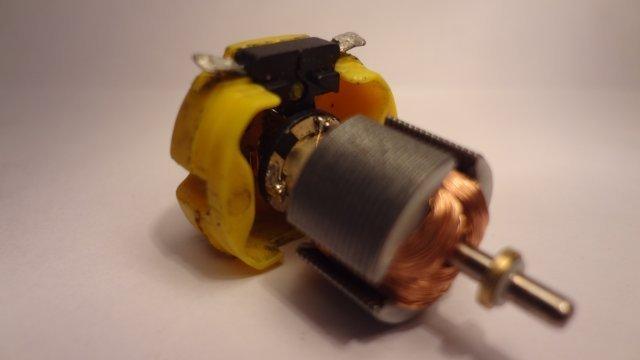 motor - Soldando los cables en el motor...../ W.! Urv9c0