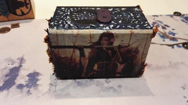 Les Deck boxes Clans J2ssXG