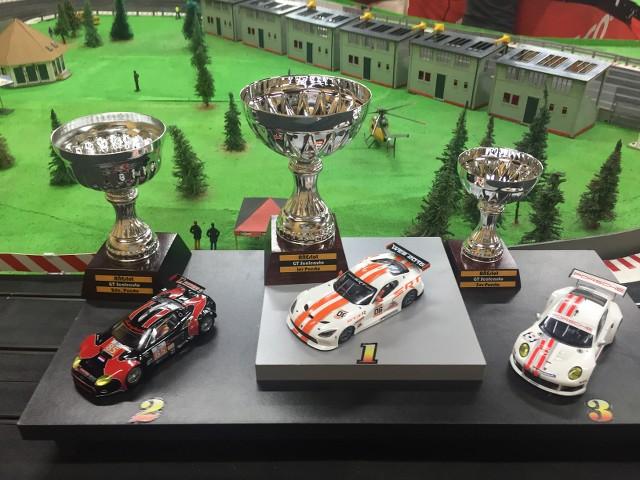 GT Scaleauto - Fotos del Viernes 11May2018 -  Triunfo de Guille Welz.!!!!!! ZF9mWr