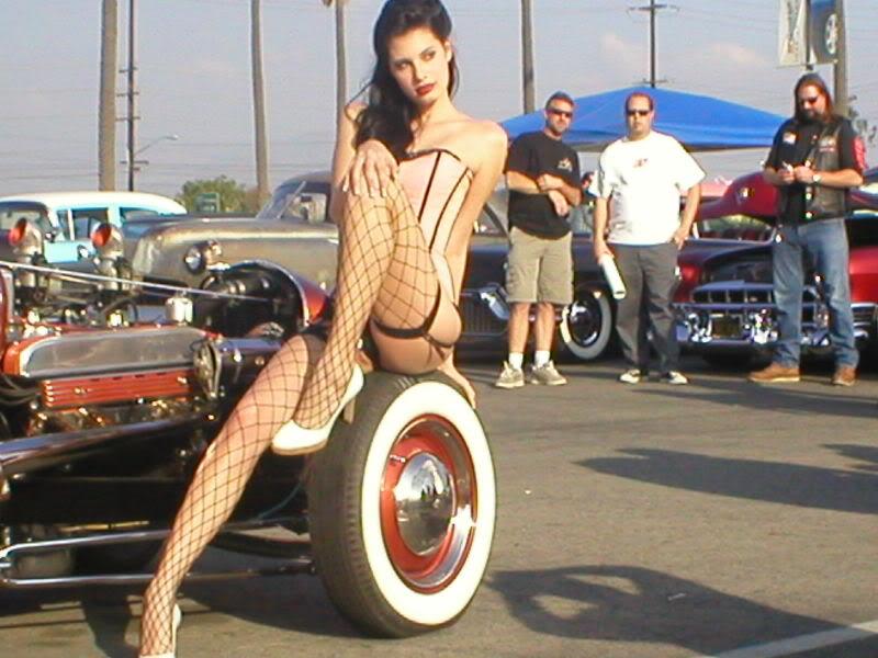 Pin-up en voiture américaine - Page 11 YaEida