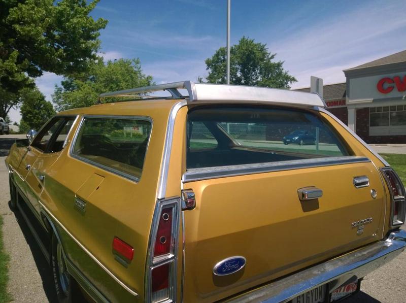 ... (US) 1972 Ford Gran Torino Wagon ... NwUtQn