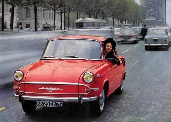 Pin-up en voiture américaine - Page 2 1ysa