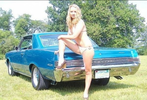 Pin-up en voiture américaine - Page 4 V4gv