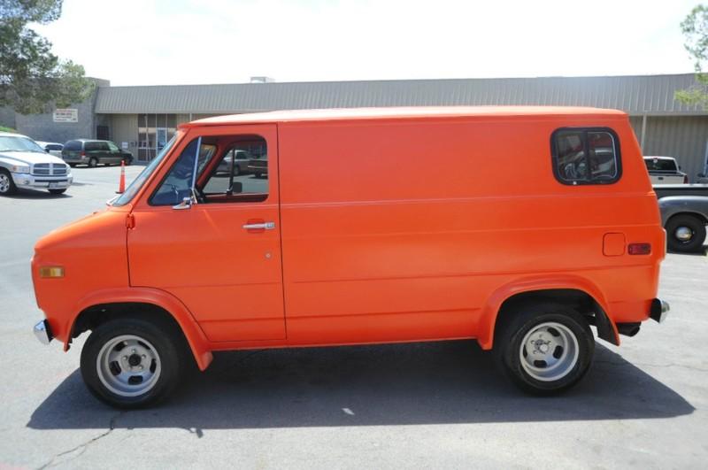 ... (US) 1977 Chevy G20 Van ... P8vw