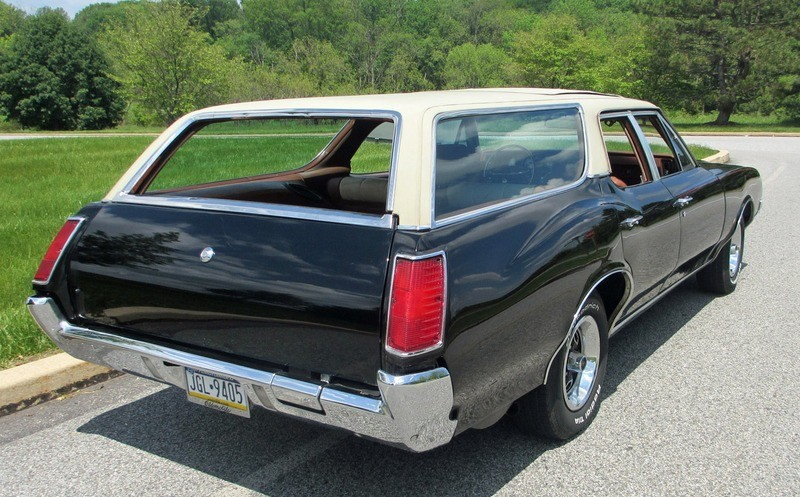 ... (US) ... 1971 Oldsmobile Cutlass Wagon ... D6s0