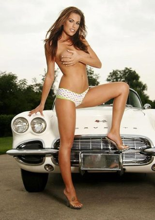 Pin-up en voiture américaine - Page 2 Aoic