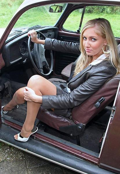 Pin-up en voiture américaine - Page 6 Yaa99