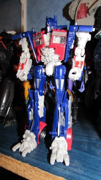 Astuces pour réparer vos Jouets Transformers! - Page 3 Fyft0k