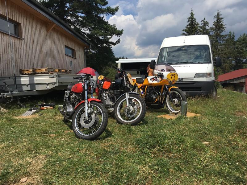 Ici le CR et les Photos de la 28eme Course de Cote de Motos Anciennes du Gaschey du 14.07.2018 7BiQ7c