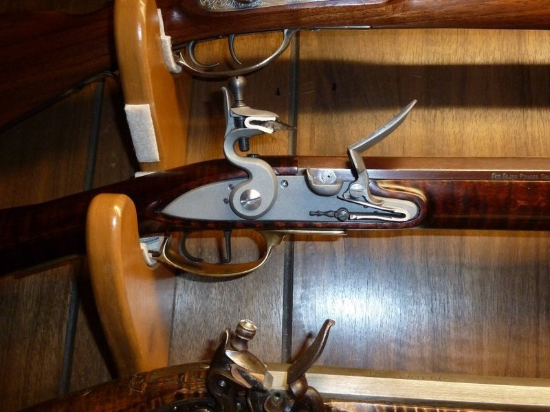 New-fangled percussion long rifle converted to old-fangled Flintlock RRzOtv
