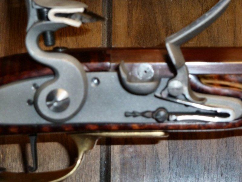 New-fangled percussion long rifle converted to old-fangled Flintlock 13EU2I