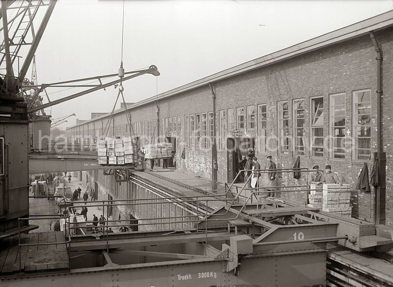 Grande grue 250 t port de Hambourg et Bismarck Revell au 1/350 - Page 3 76rdQI
