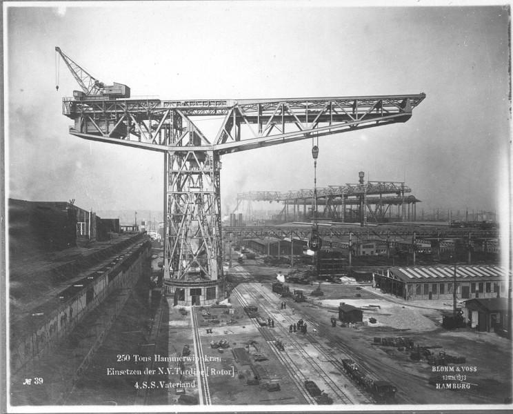 Grande grue 250 t port de Hambourg et Bismarck au 1/350 CnsrKb