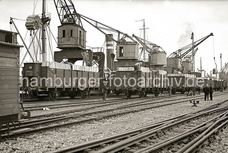 Grande grue 250 t port de Hambourg et Bismarck Revell au 1/350 - Page 3 NV8Lni