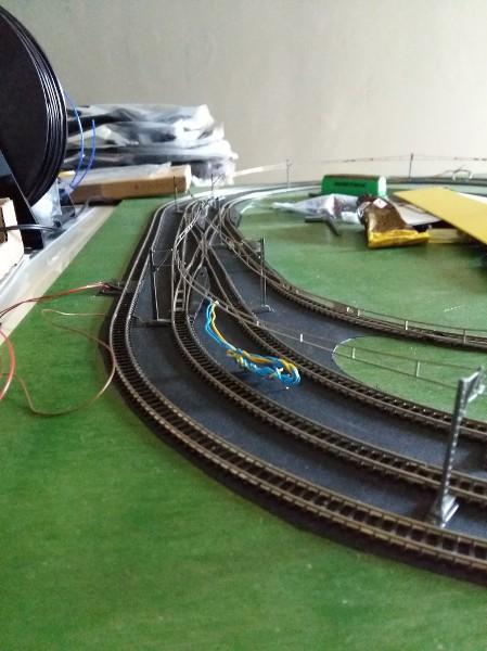 comment faire circuler deux trains en même temps sur une voie unique en analogique ?? O6KBTd