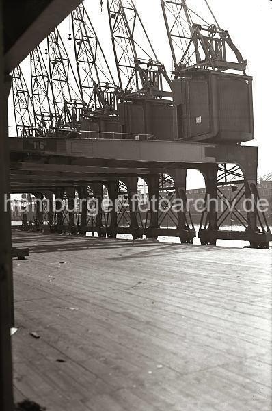 Grande grue 250 t port de Hambourg et Bismarck Revell au 1/350 - Page 3 LDxZcd