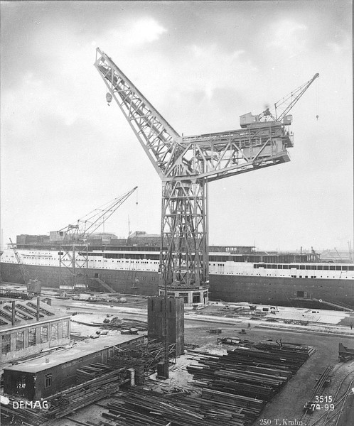 Grande grue 250 t port de Hambourg et Bismarck au 1/350 - Page 3 Oay2mT