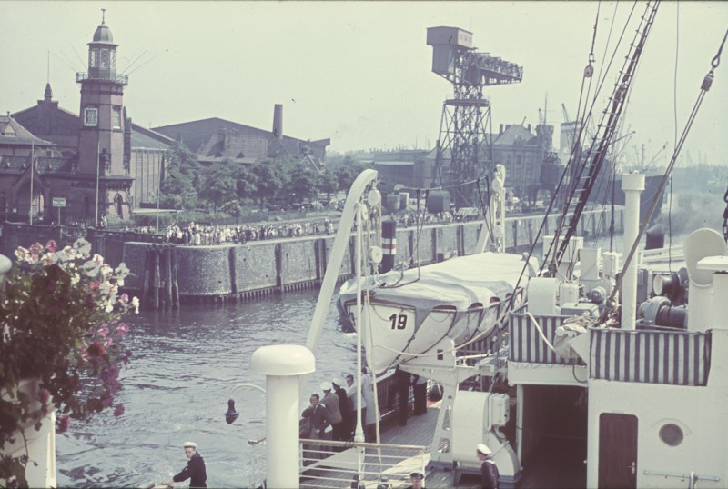Grande grue 250 t port de Hambourg et Bismarck au 1/350 - Page 3 WjHkFK