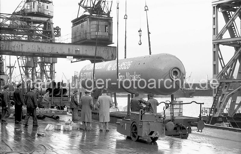Grande grue 250 t port de Hambourg et Bismarck Revell au 1/350 - Page 3 ACWzag