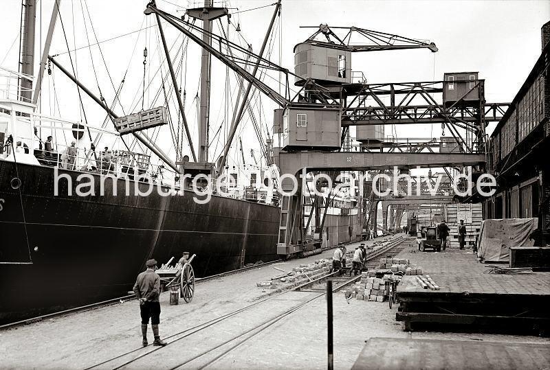 Grande grue 250 t port de Hambourg et Bismarck Revell au 1/350 - Page 3 9XlEYW