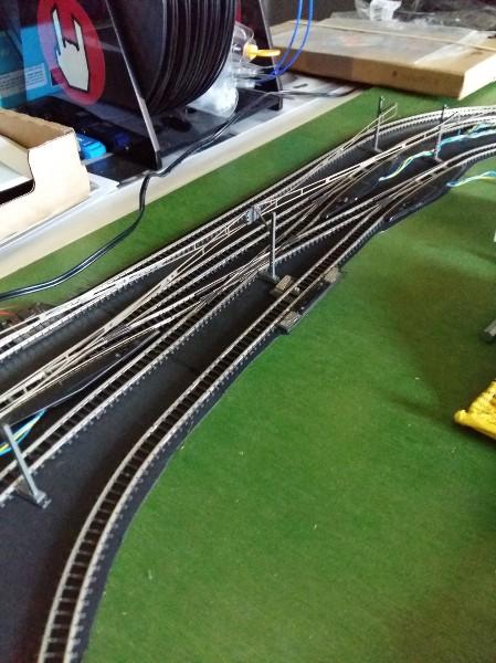 comment faire circuler deux trains en même temps sur une voie unique en analogique ?? EE2kXM