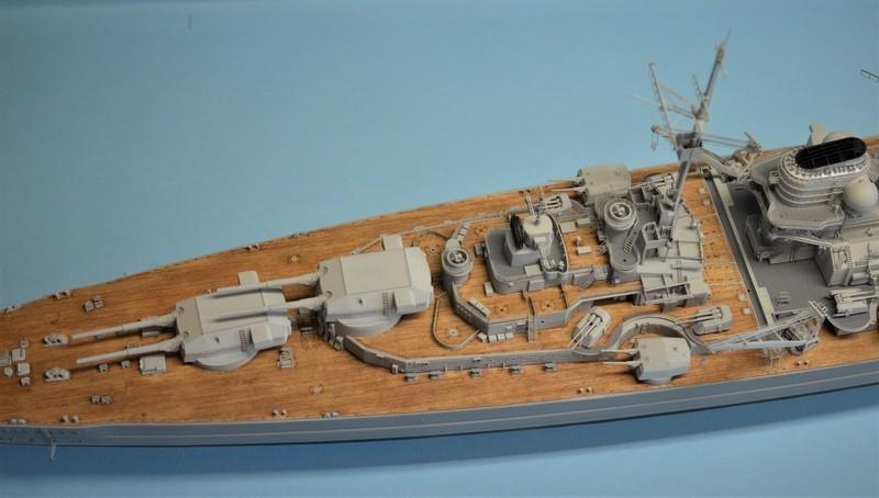 Grande grue 250 t port de Hambourg et Bismarck Revell au 1/350 - Page 9 YCrkyC