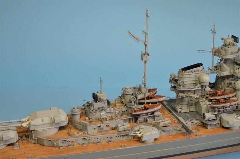 Grande grue 250 t port de Hambourg et Bismarck Revell au 1/350 - Page 9 D690eU
