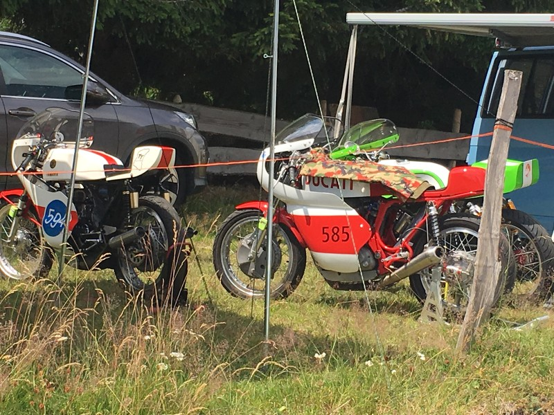 Ici le CR et les Photos de la 28eme Course de Cote de Motos Anciennes du Gaschey du 14.07.2018 E0jzGX