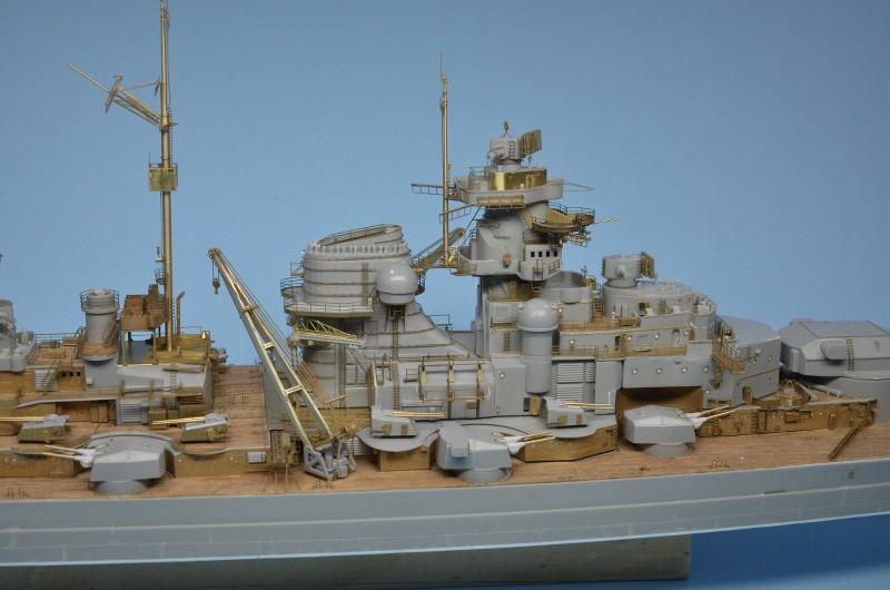 Grande grue 250 t port de Hambourg et Bismarck Revell au 1/350 - Page 6 HvdWiH