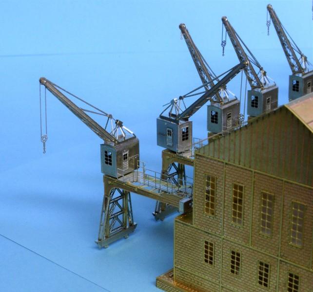 Grande grue 250 t port de Hambourg et Bismarck Revell au 1/350 - Page 3 PbUngg