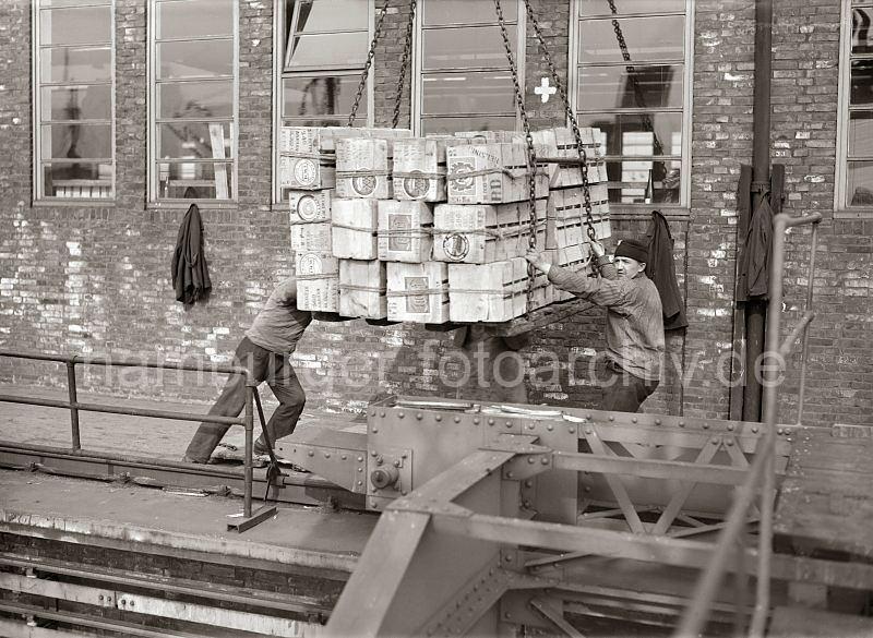 Grande grue 250 t port de Hambourg et Bismarck Revell au 1/350 - Page 3 X1v0FE