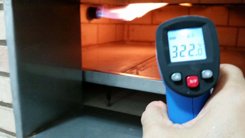 Mais um Forno Las Lenhas do Cheff Hassin construído em Salvador e pizzas sensacionais feitos neste forno! XRL7oq