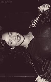 Rihanna Fenty P2vK3L