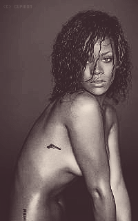 Rihanna Fenty Q8Ou3o