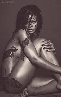 Rihanna Fenty QMvWaB