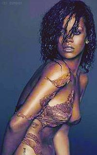 Rihanna Fenty QeKGxO