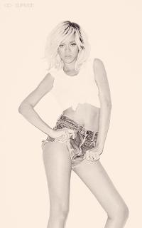 Rihanna Fenty TmEV1X