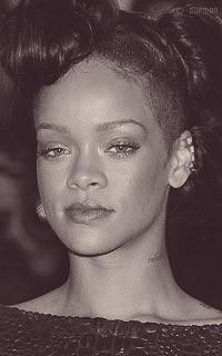 Rihanna Fenty GV08Ue