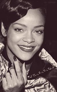 Rihanna Fenty MNzMG3