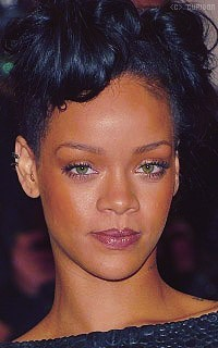 Rihanna Fenty O0jwuA