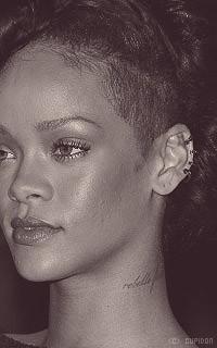 Rihanna Fenty RpS7fE