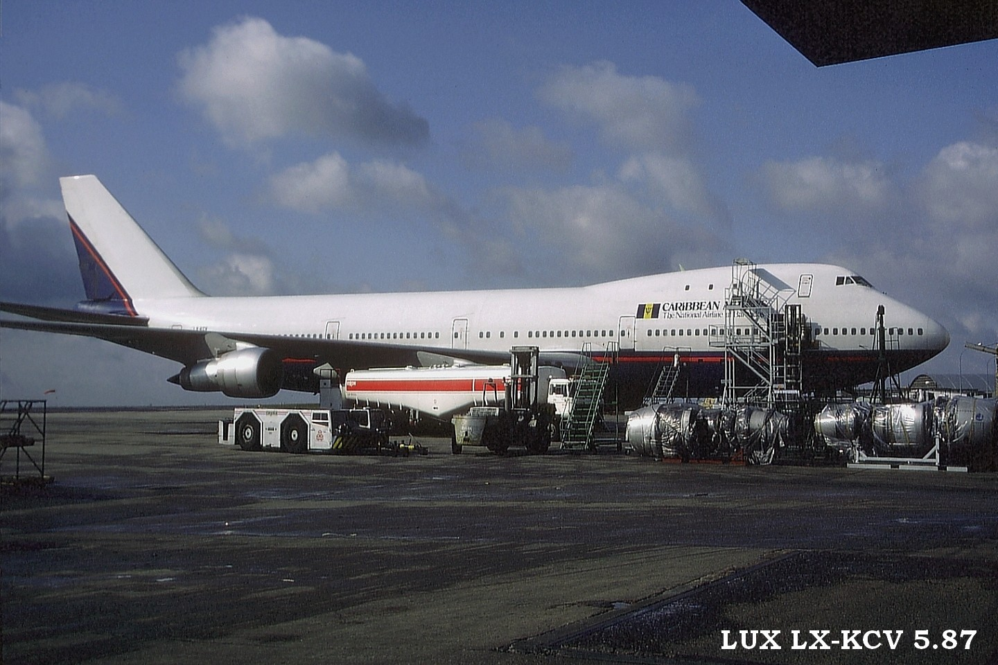 LUX-related B747s U806