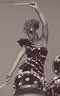 Rihanna Fenty NXoVJJ