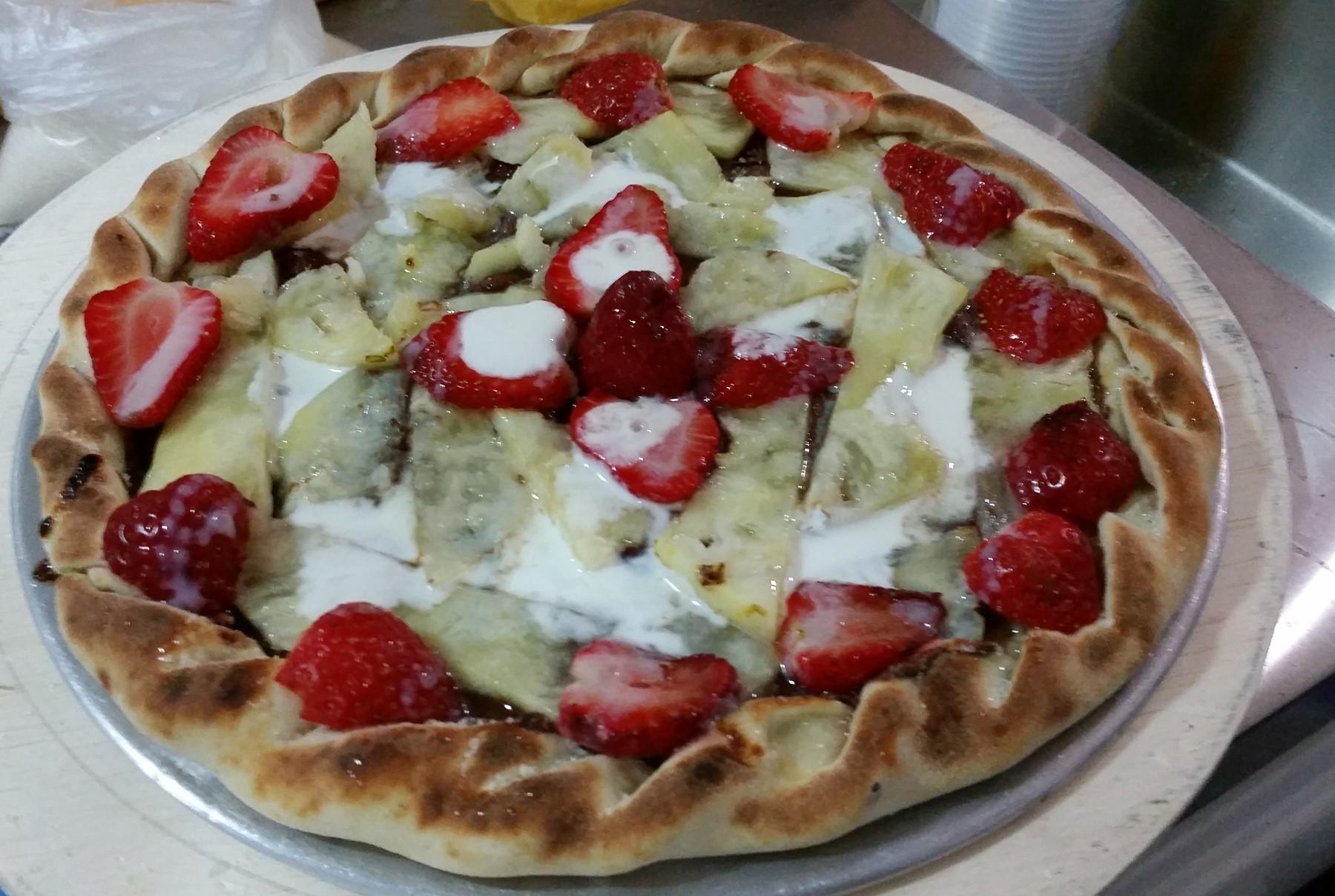 Mais um Forno Las Lenhas do Cheff Hassin construído em Salvador e pizzas sensacionais feitos neste forno! PKty1s