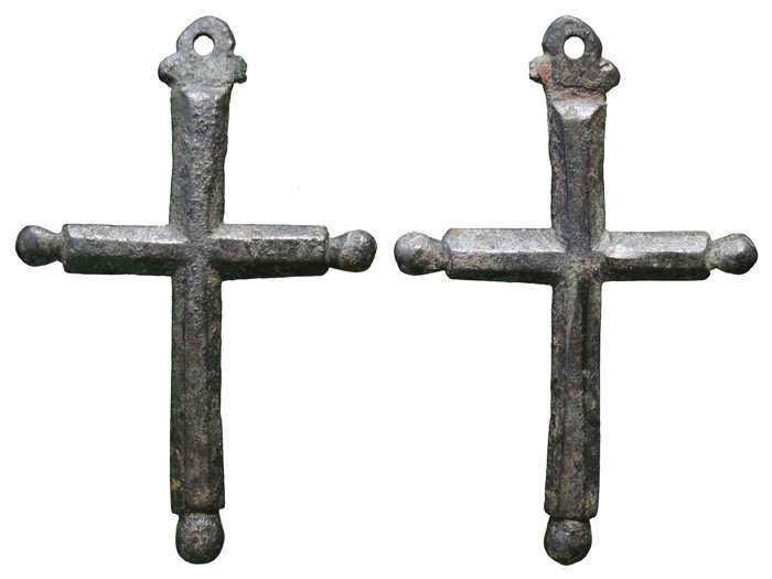 Cruz  de sección hexagonal  con pezuelos . S-XVII  – CC-046- [Pec034/S-XVII]* MBUEZn