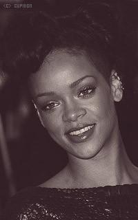 Rihanna Fenty ZrnF5n