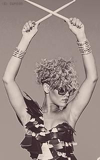 Rihanna Fenty ZYsoyF